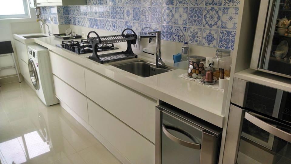 Bancada para cozinha e lavanderia integradas em Quartzo  Silestone Blanco Zeus